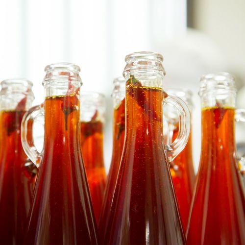 胡麻辣油の瓶詰