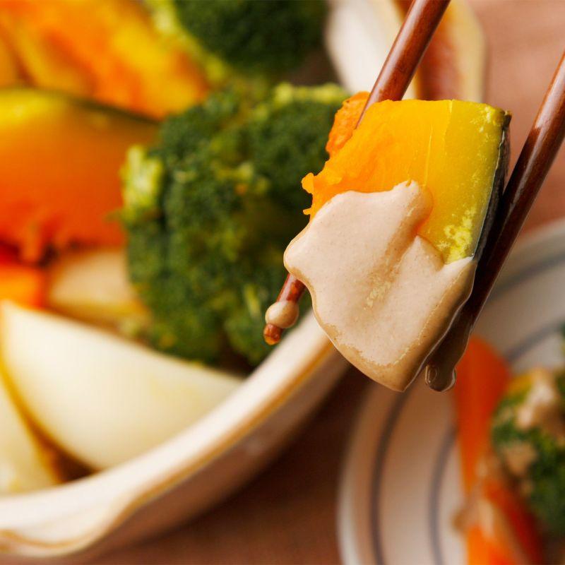 温野菜の練りごまソースがけ