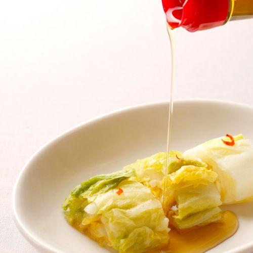 胡麻油を白菜にかける